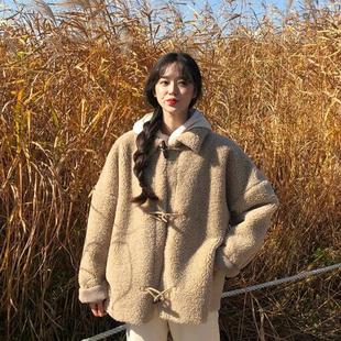 秋冬女装宽松百搭牛角扣仿羊羔毛短外套保暖中长款加厚外套