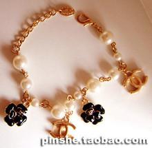 Chanel Chanel brazalete de perlas de imitación