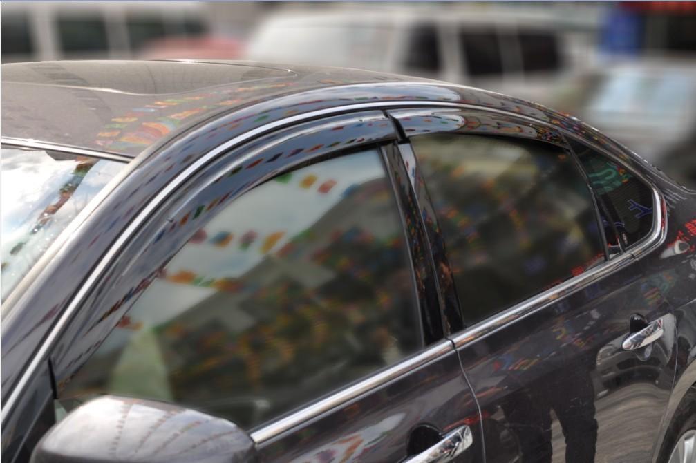 福特福克斯改装专用二厢三厢晴雨挡 带亮条无限款雨档雨高清图片