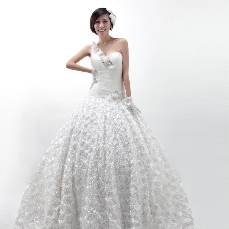 【礼缘2013新款】 甜美公主 韩版宫廷 豪华蕾丝齐地婚纱 FQ56