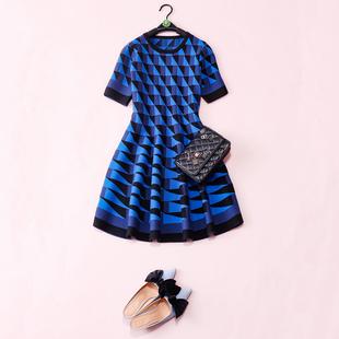 显瘦不挑人欧美蓝色几何图案花色冬款羊毛针织及膝连衣裙